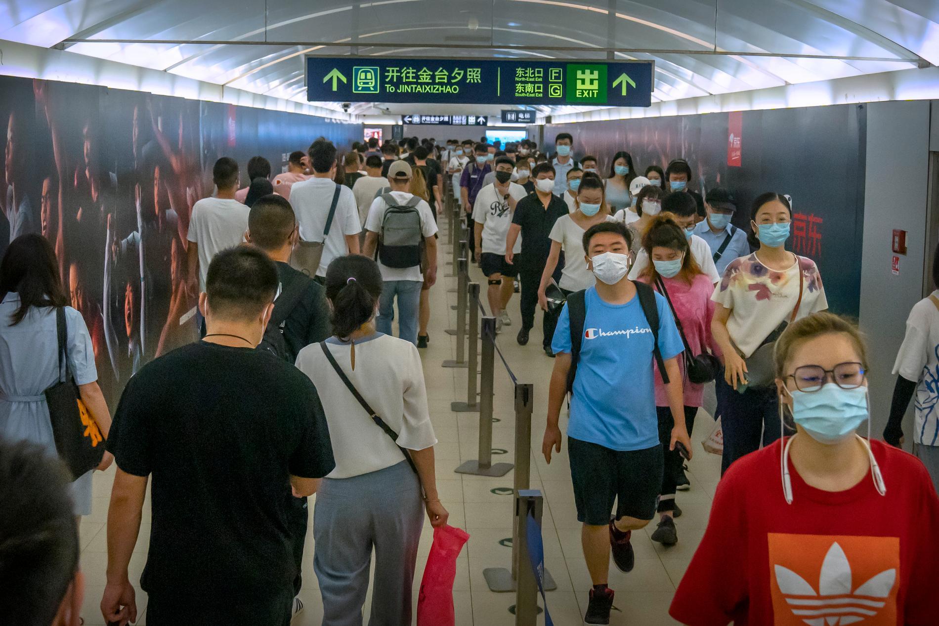 Morgonrusning i Pekings tunnelbana.