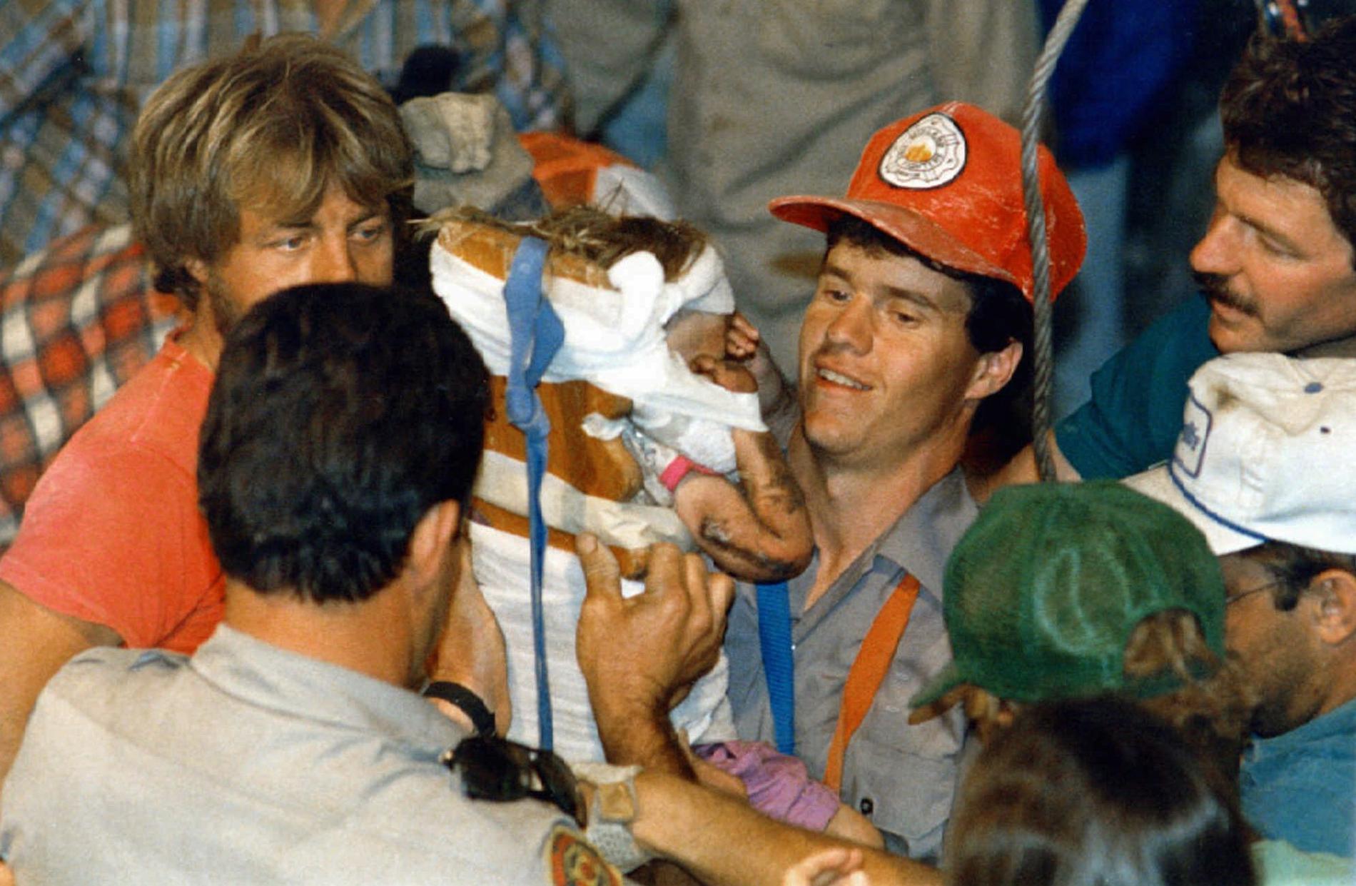 Baby Jessica räddas i direktsändning 1987.