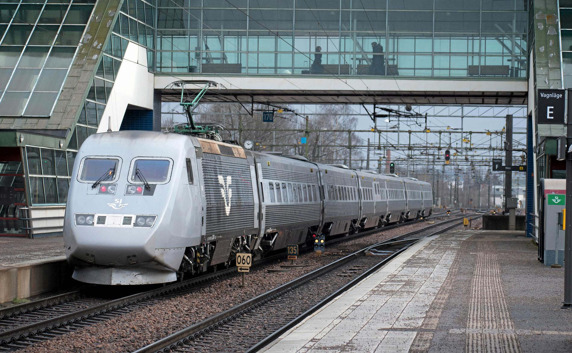 Resenärer larmar om trängsel på SJs tåg.