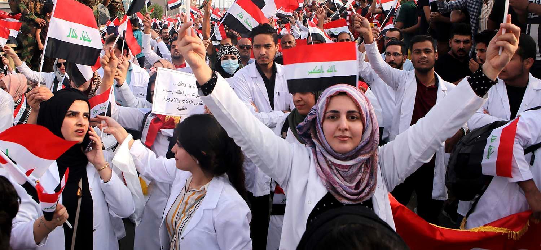 Studenter i irakiska Basra protesterar mot regeringen.