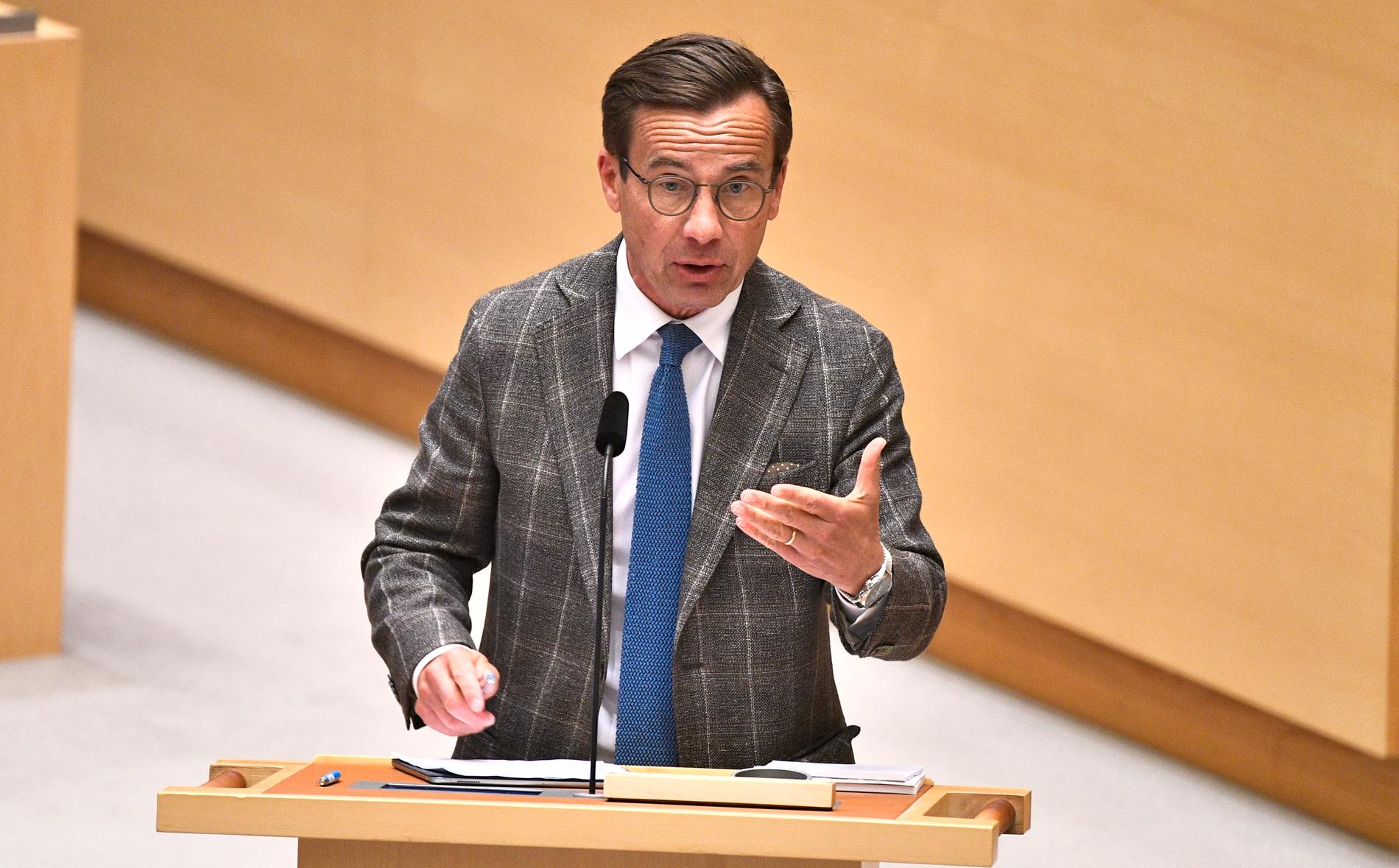 Ulf Kristersson verkade mest sur över att svensk polis lyckats genomföra den största polisinsatsen någonsin under gårdagen.