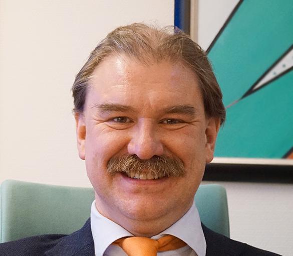 Ulf Gunnarsson, professor och överläkare i kirurgi på Norrlands universitetssjukhus samt expert på diastas.