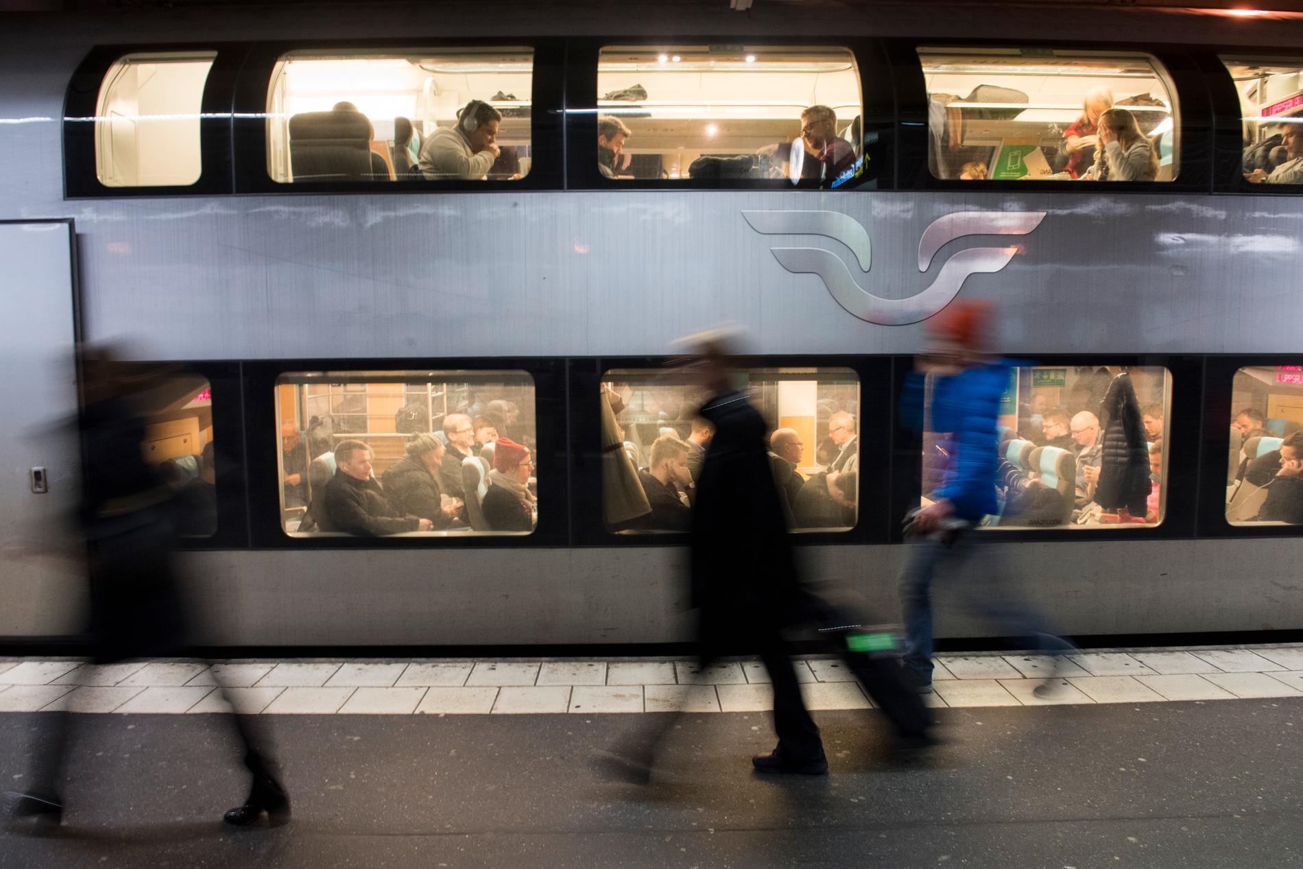 Ovanligt många planerar att resa med tåg under julhelgen. Nu varnar SJ för att biljetterna kan ta slut. Arkivbild.