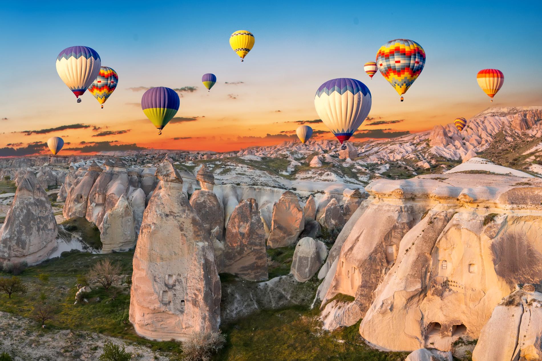 Kappadokien i Turkiet är känt för sina ballongturer.