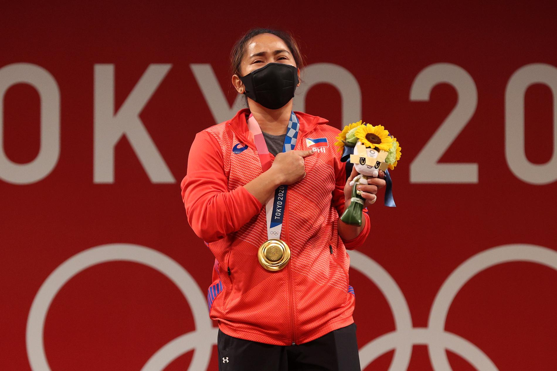Filippinskan Hidilyn Diaz vann guld i tyngdlyft – och kammar hem motsvarande 5,7 miljoner kronor.