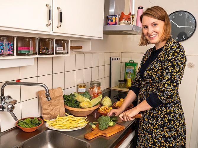 Toppa maträtten med kyckling, låt köttet bli en krydda, tipsar Julia Tuvesson.