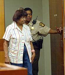– Jag gjorde det, och jag skulle göra det igen, skrek Lena Driskell till polisen när hon greps.