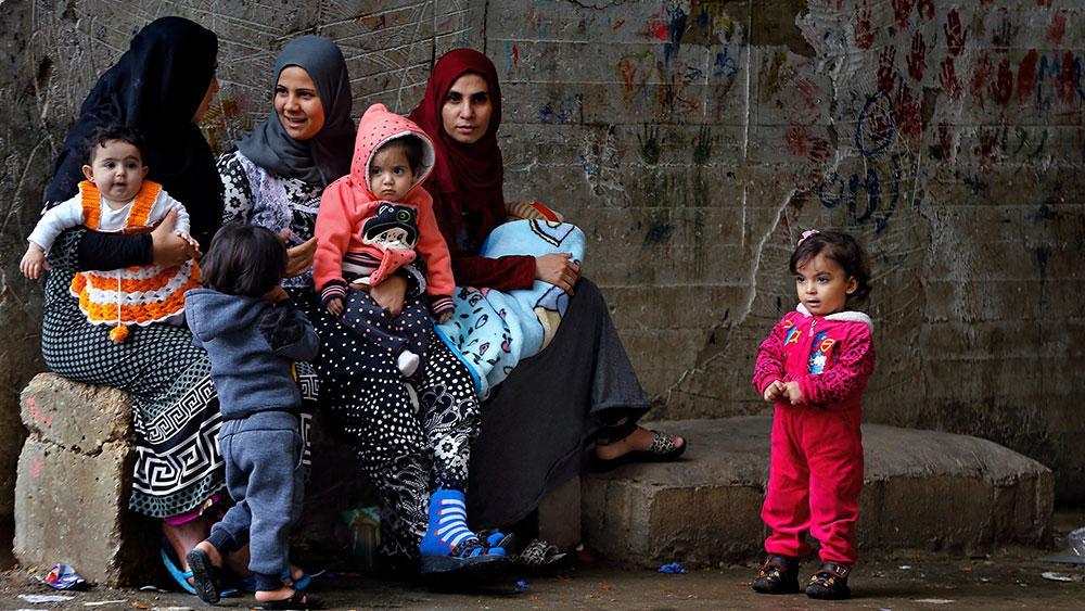 Vid en humanitär kris läggs ofta fokus på direkta insatser som vatten, mat och tak över huvudet. Men vi glömmer att kvinnor inte slutar vara gravida och att det sexuella våldet ökar i krig och konflikt. Det gör även barnäktenskap, skriver debattörerna.
