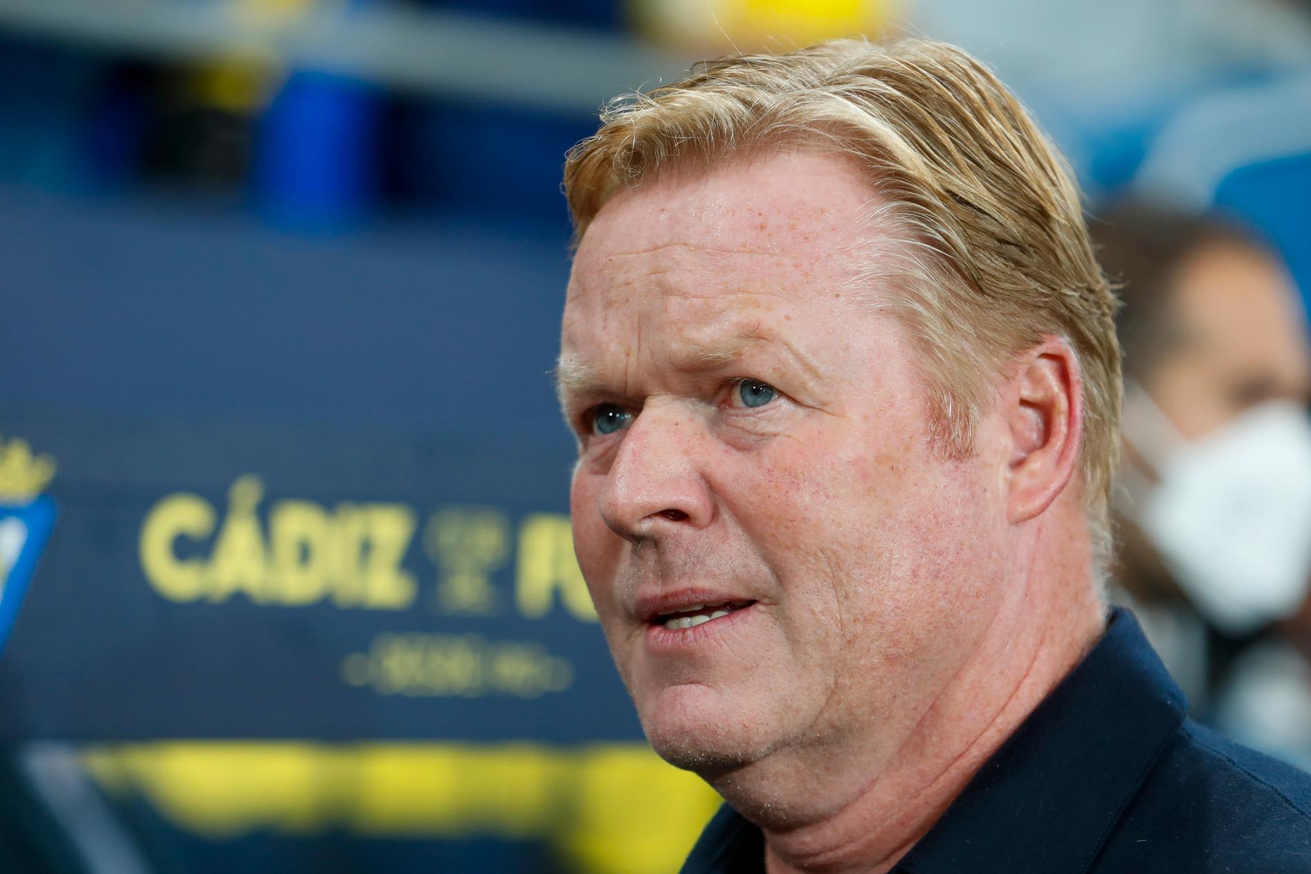 Ronald Koemans jobb som huvudtränare i Barcelona hänger på en skör tråd.