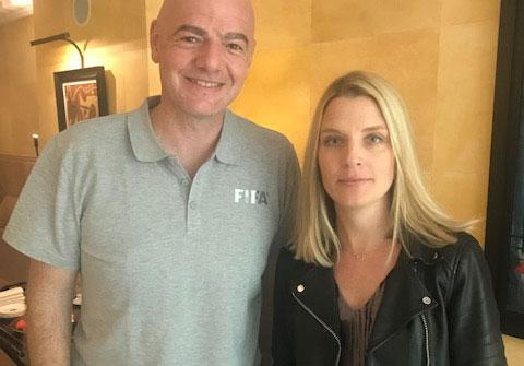 Sporbladets Johanna Frändén träffar Fifas president Gianni Infantino i Paris.