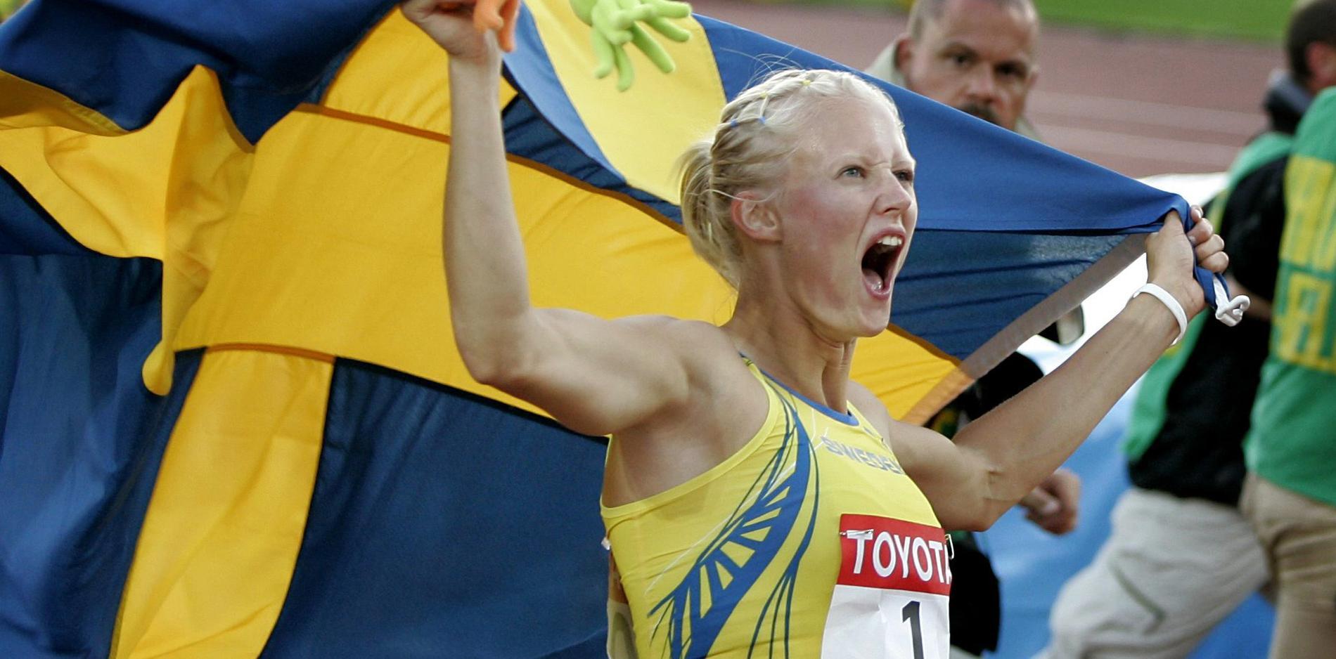 Carolina Klüft firar efter VM 2005