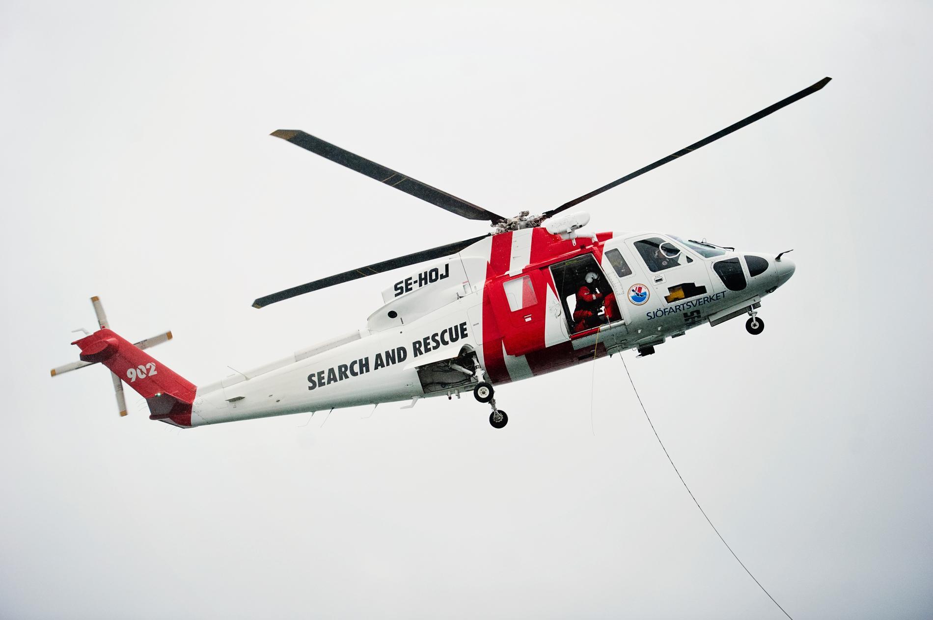 En sjöräddningsaktion i Vänern slutade med att såväl de nödställda som räddningspersonalen fick hämtas av en helikopter. Arkivbild.