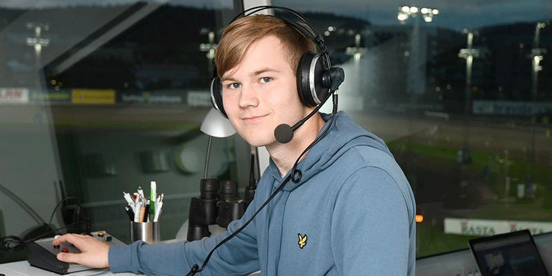 17-årige Alex Persson blir referent på Åbytravet.