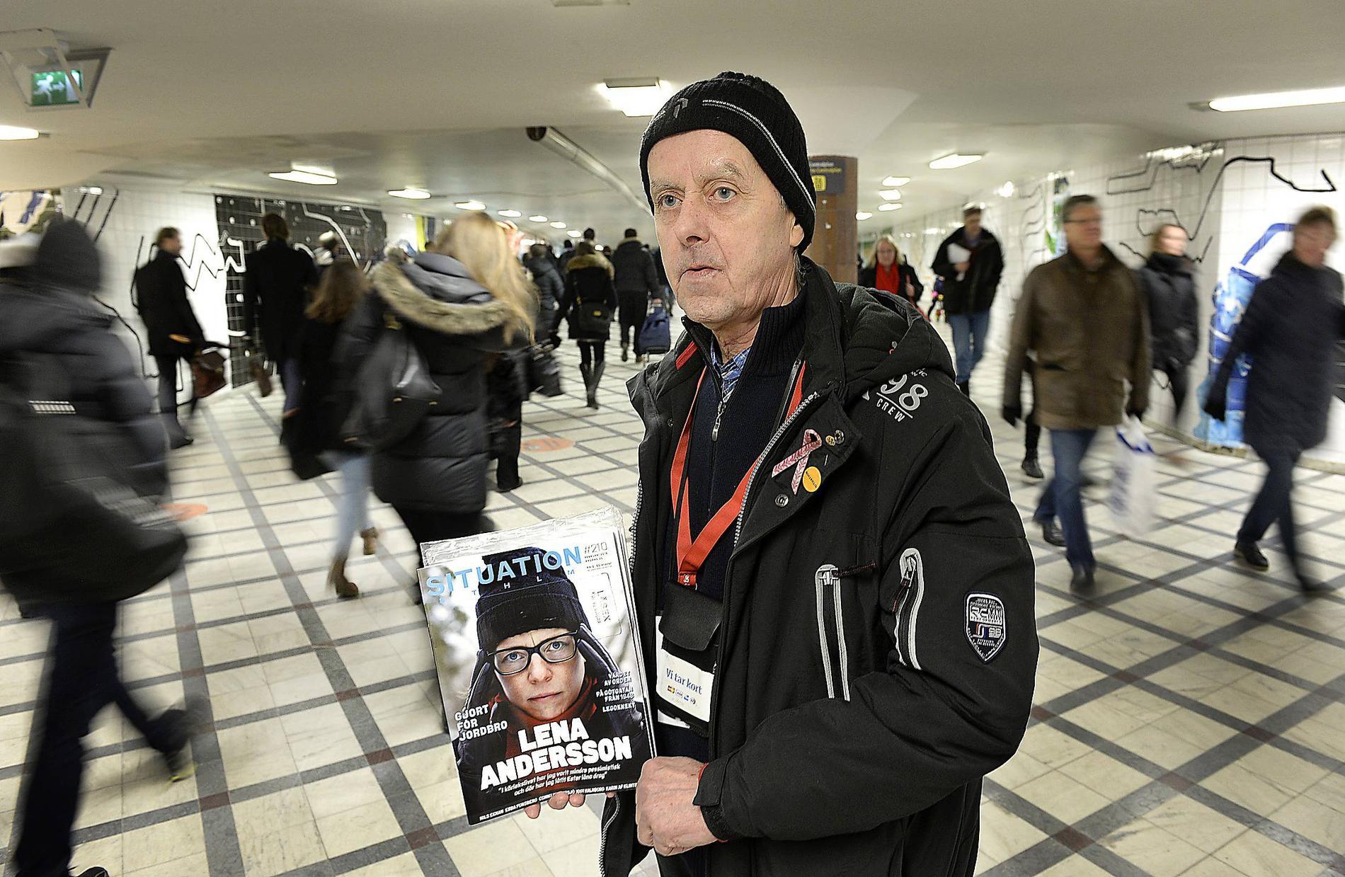 Stefan Wikberg är veteran och har sålt Situation Stockholm sedan 1999, ofta på Centralen. Numera tar han kort också, inte bara kontanter.