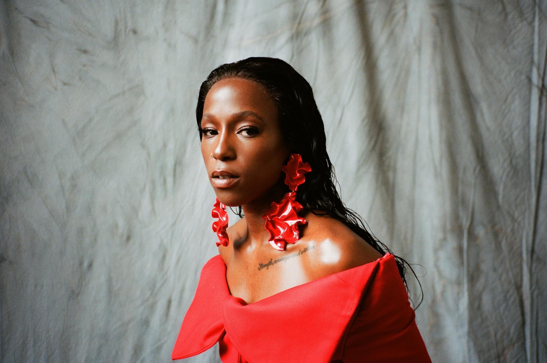 """Sabina Ddumba tar vara på även gammalt material. Flera av låtarna på """"The forgotten ones"""" har funnits med henne i flera år."""
