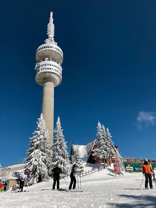 Från TV-tornet kan man se ända till medelhavet när det är klart väder.
