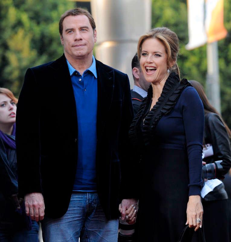 Trots homosexskandalerna valde John Travolta att resa till gaytäta Mykonos med hustrun Kelly Preston.