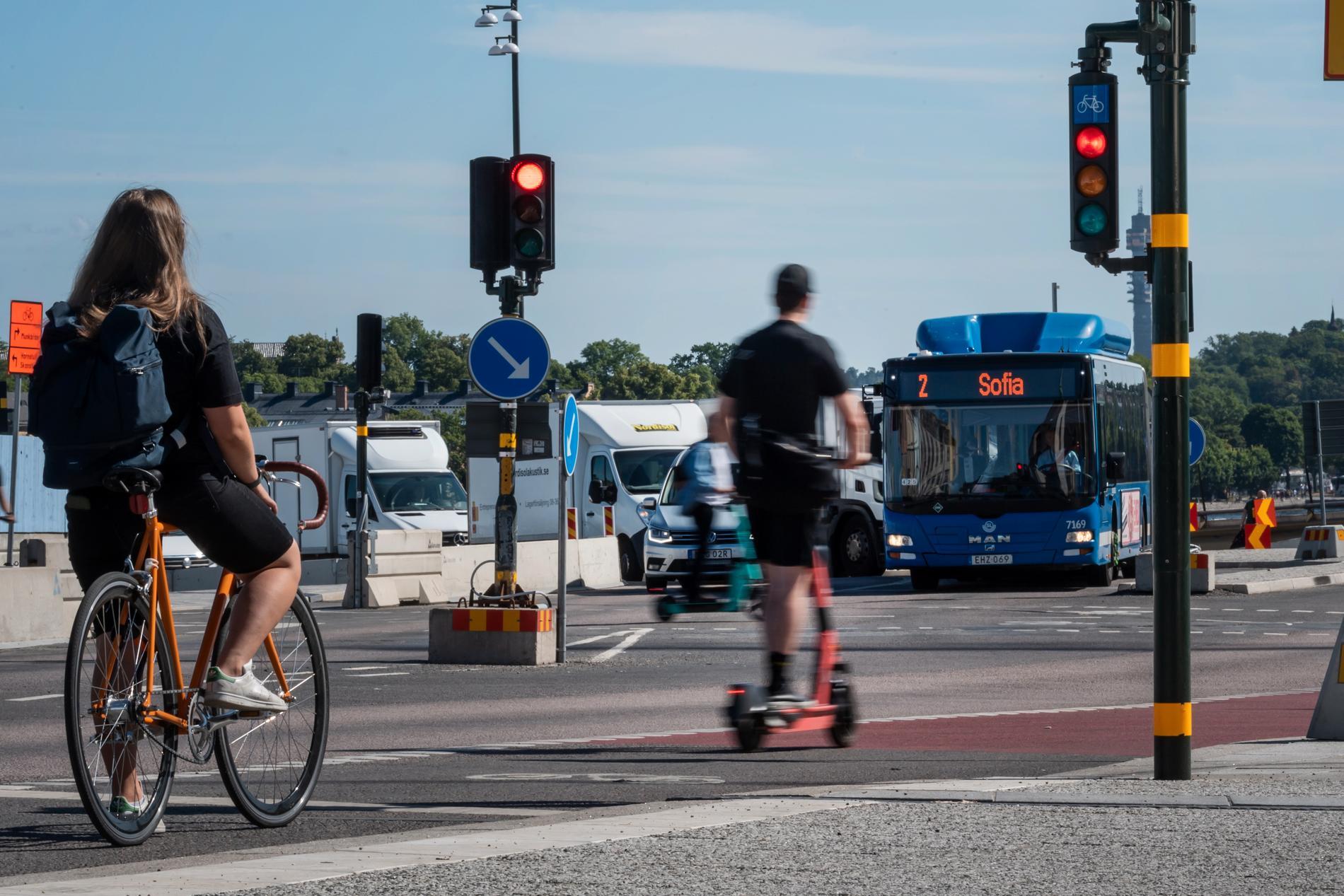 Fler och fler elsparkcykelföretag dyker upp i städer runt omkring i Sverige. Det här gäller för dig som kör.