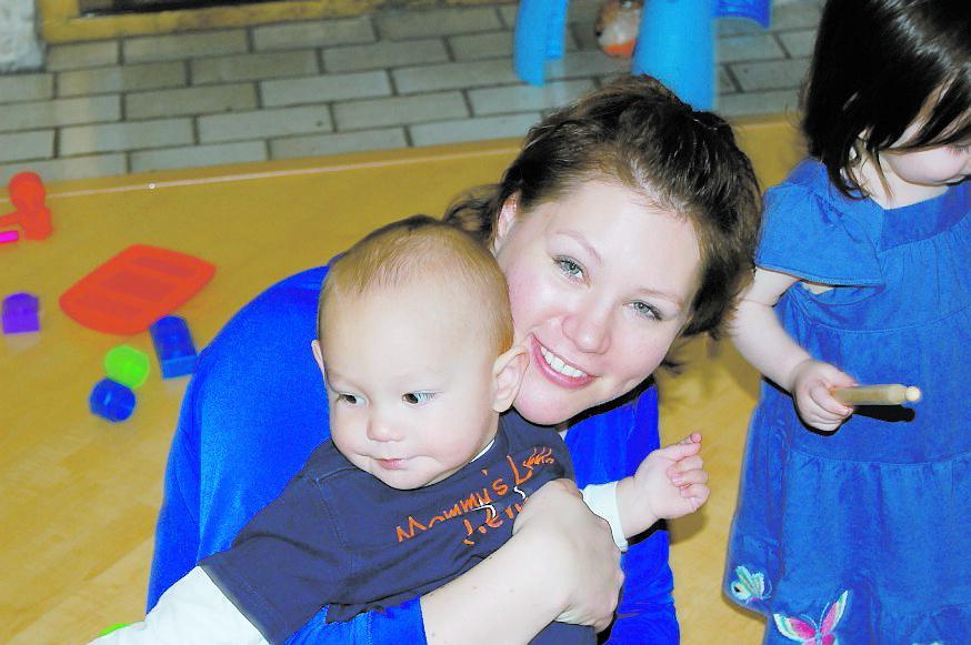Mia Danielsson, 29, på en tidigare bild med sin son, Thor, 1.