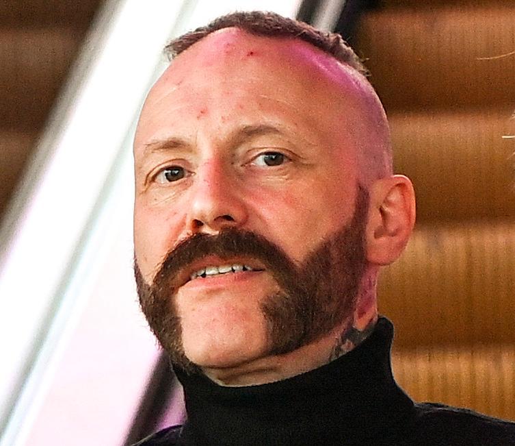 Ralf Gyllenhammar tävlar med Mustasch i Melodifestivalen 2021