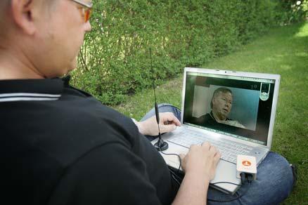 Aftonbladets digital-tv-expert Peter Pettersson testar att titta på digital-tv med hjälp av en usb-pinne. Kostar bara några hundralappar och är enkel att använda.