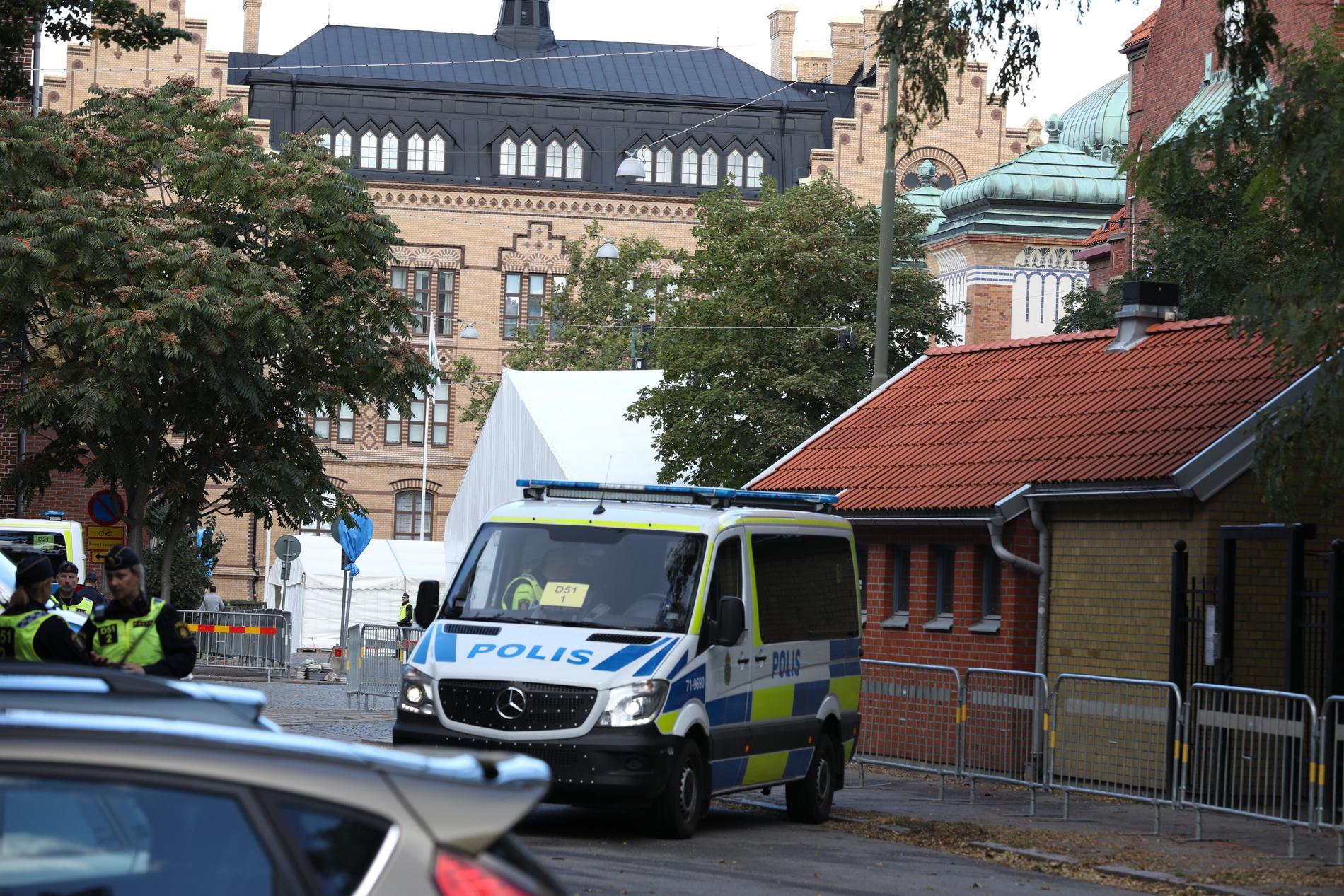 """""""Jag hade typ ett litet gäng i klassen som heilade och drog judeskämt. Och de kom alla från olika bakgrunder, så det var verkligen av alla slag som höll på"""", berättar en elev i en rapport från Malmö stad."""