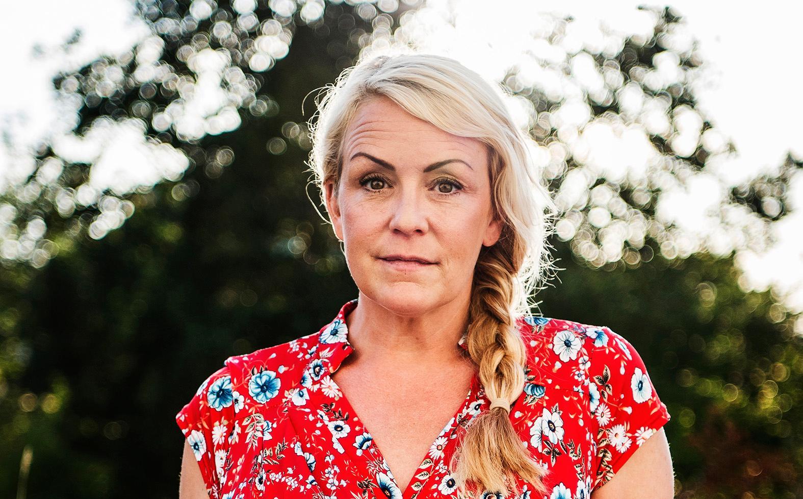 Karin Adelsköld gör duopodd om dejting med Fredik Wass.