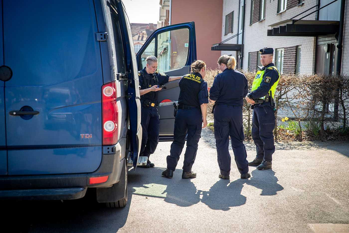 Polisen på plats i Alvesta den 17 april i år.