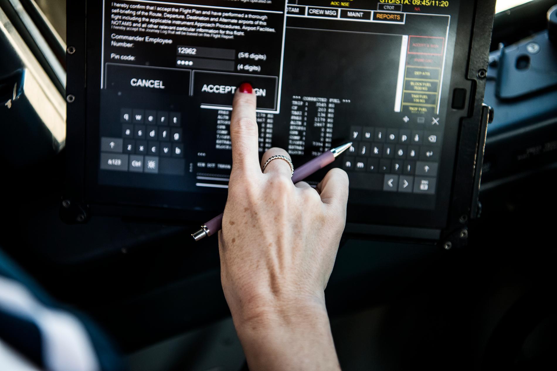 Malin Bernander gillar det tekniska och logiska med pilotyrket.