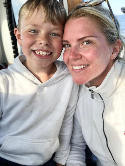 Linn med sonen Walter, 8 år.