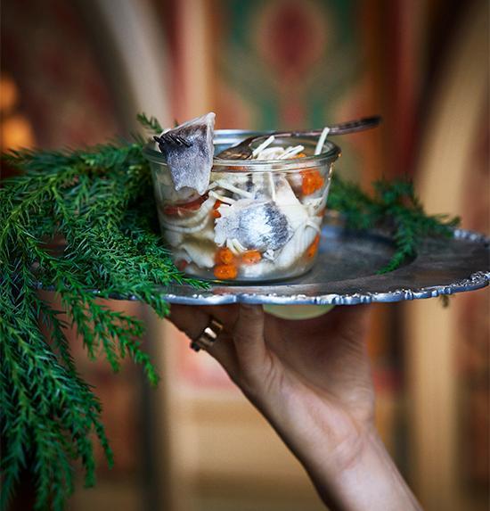 Havtorn till inlagd sill eller zucchini ger en exotisk touch till vegansk sill.