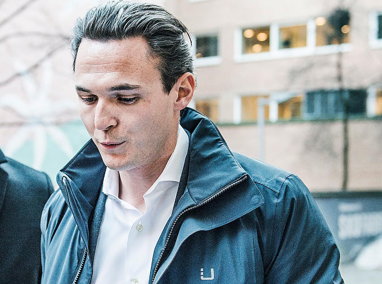 2016 betalade 30-årige Alexander Ernstberger runt 50 miljoner kronor för en villa på Lidingö. Det var den dyraste villan som såldes i Sverige förra året. Hans bolag, Allra AB, hade en 281 procent högre avgift än i statens AP-fonder.