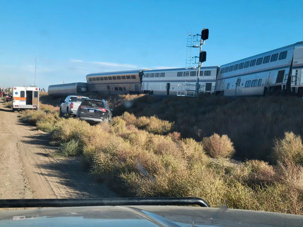 Fem tågvagnar spårade ur i Montana i nordvästra USA.