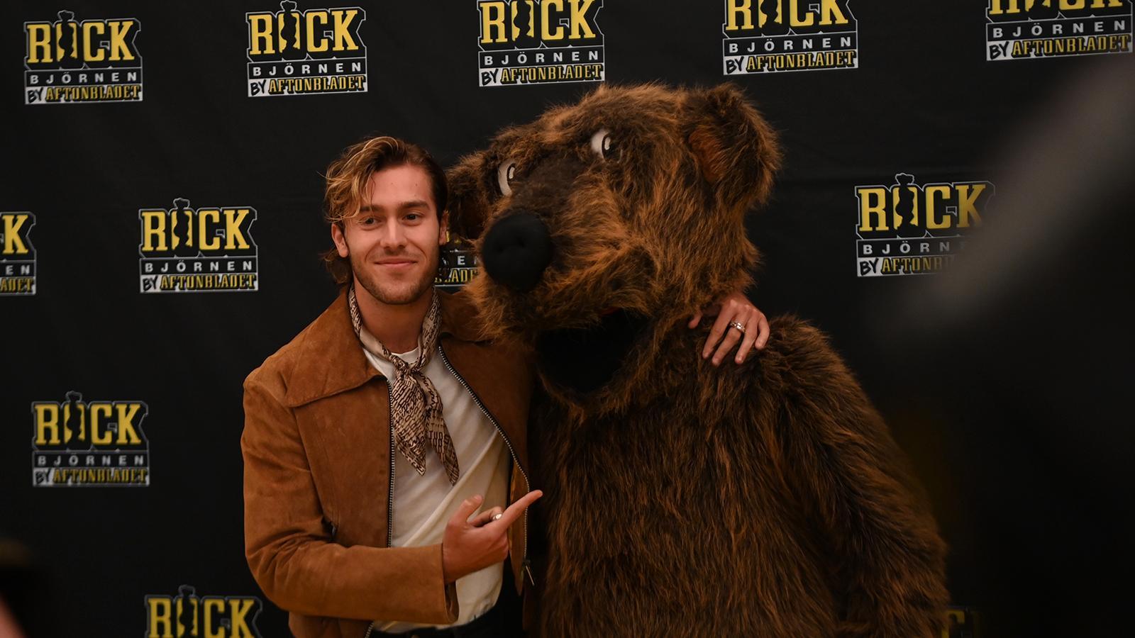 Benjamin Ingrosso med Rockbjörnen.