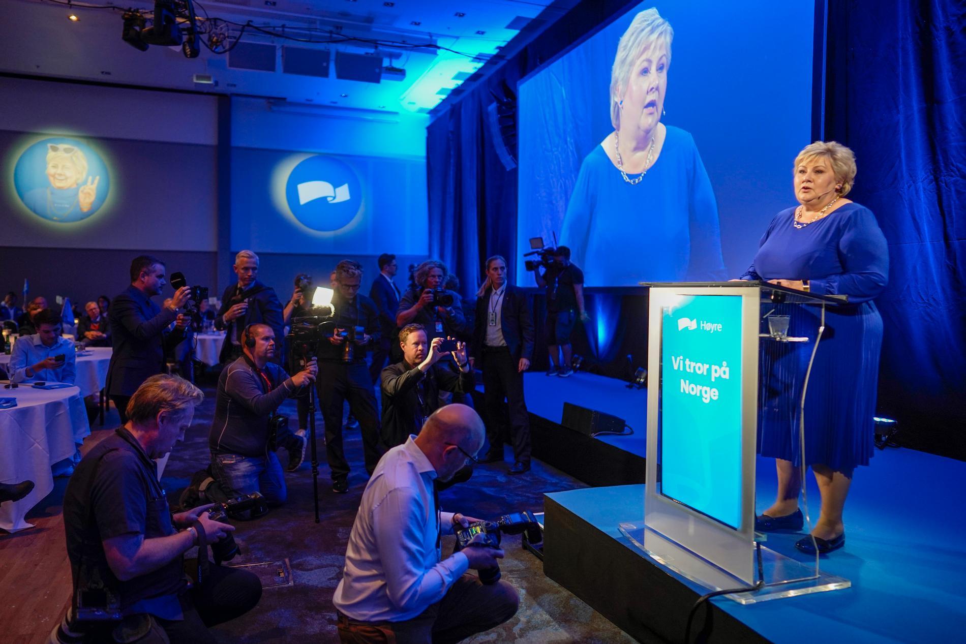 Høyre och Erna Solberg har efter åtta år vid makten nu erkänt sig besegrade.