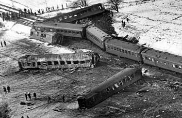 Mjölby 1975 15 människor omkom när ett expresståg och en personbil krockade utanför Mjölby 1975.