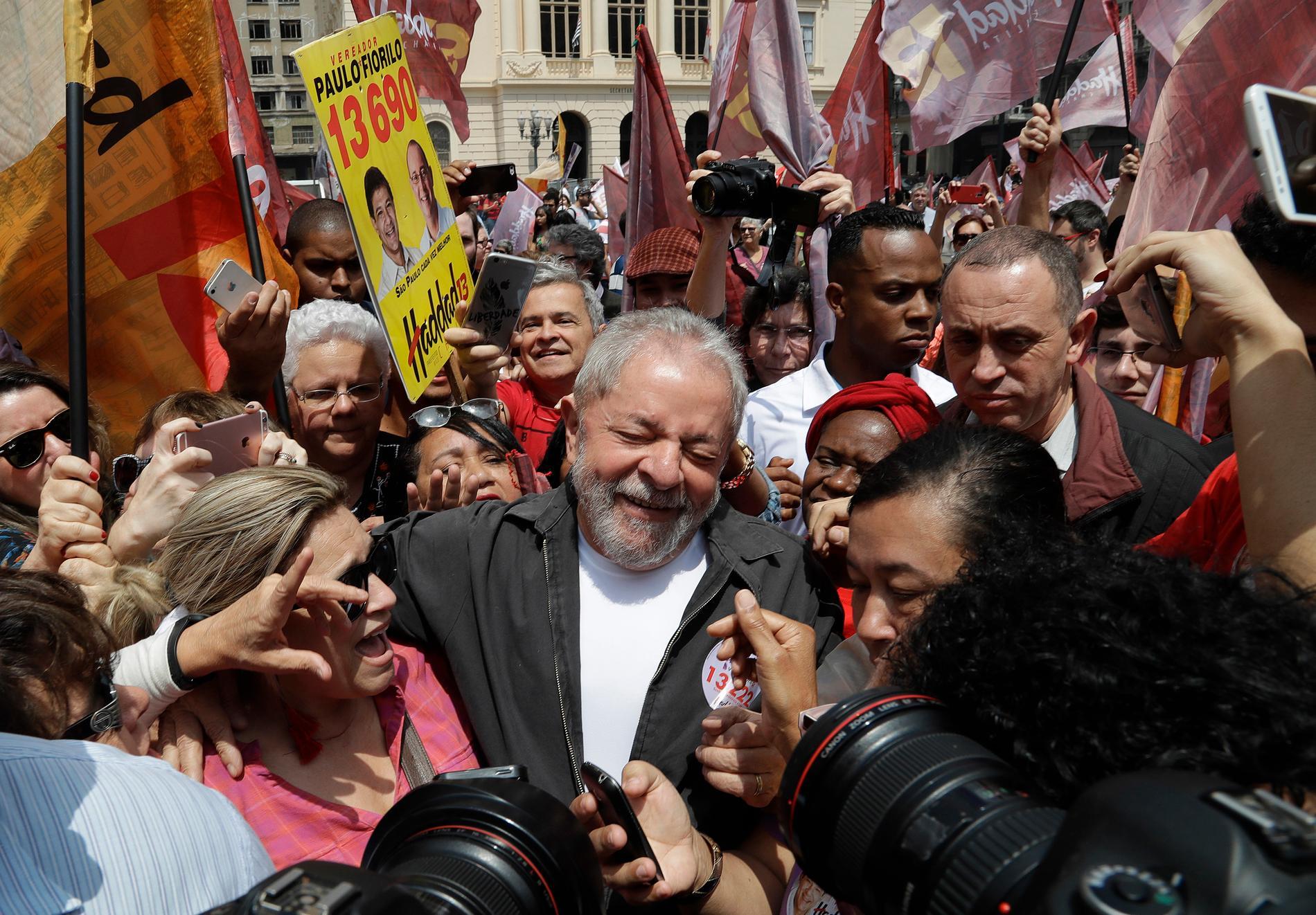 """Brasiliens populäraste politiker, """"Lula"""", är utsatt för en kupp."""