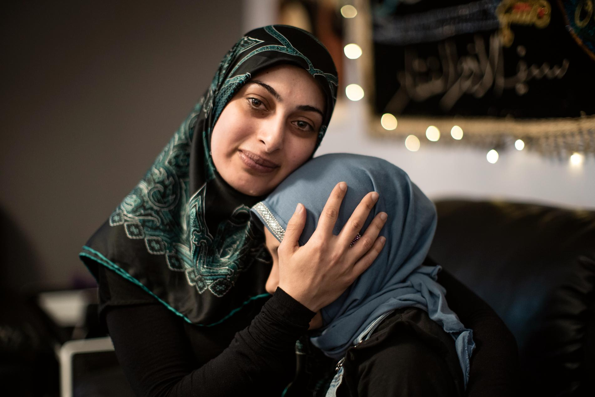 Mamman Amal Abdallah har skrivit brev till kommunen och bett dem att dottern Mariams skola ska få vara kvar.