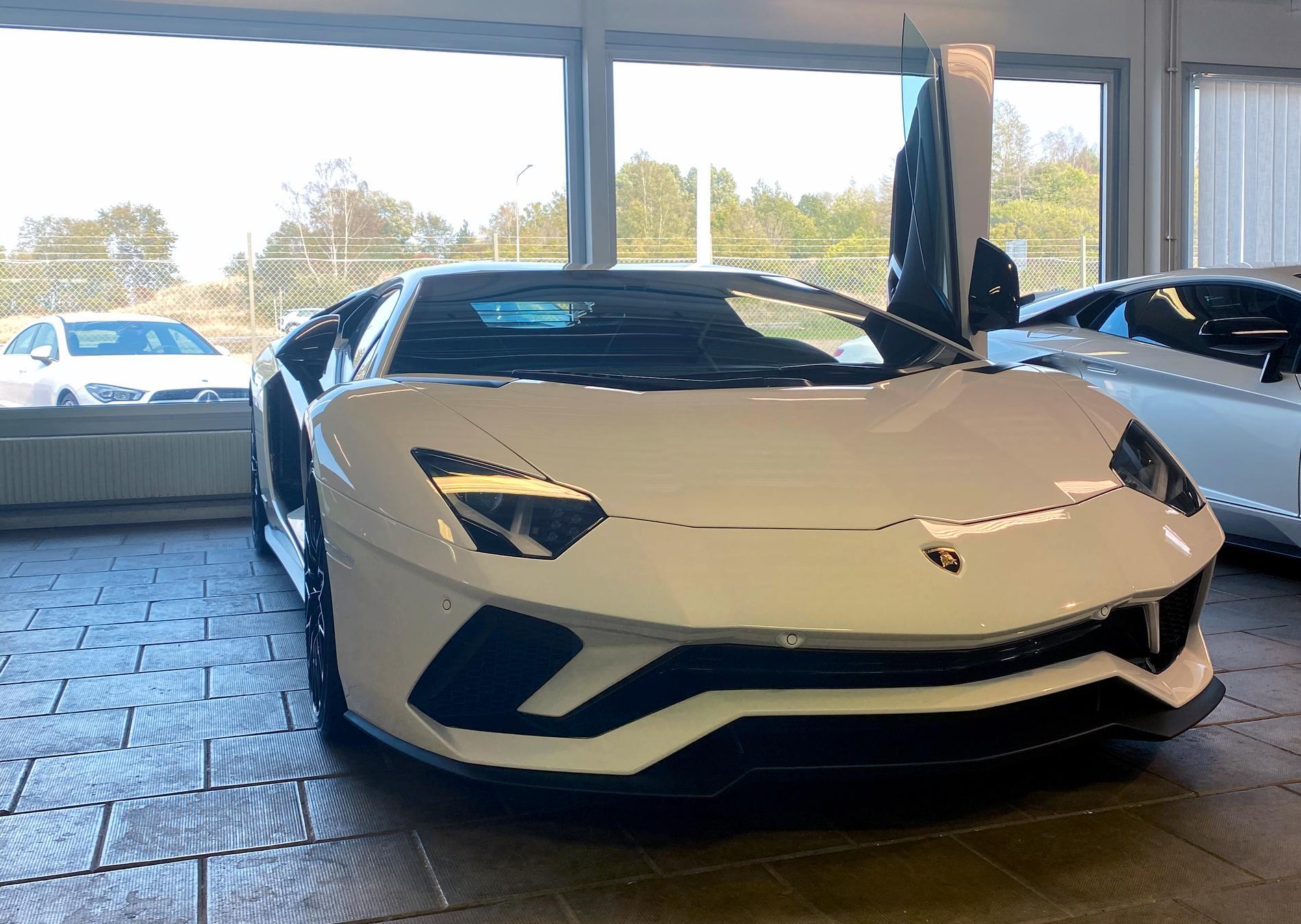 Här är Jan Emanuels nya vrålåk – en Lamborghini avantador.
