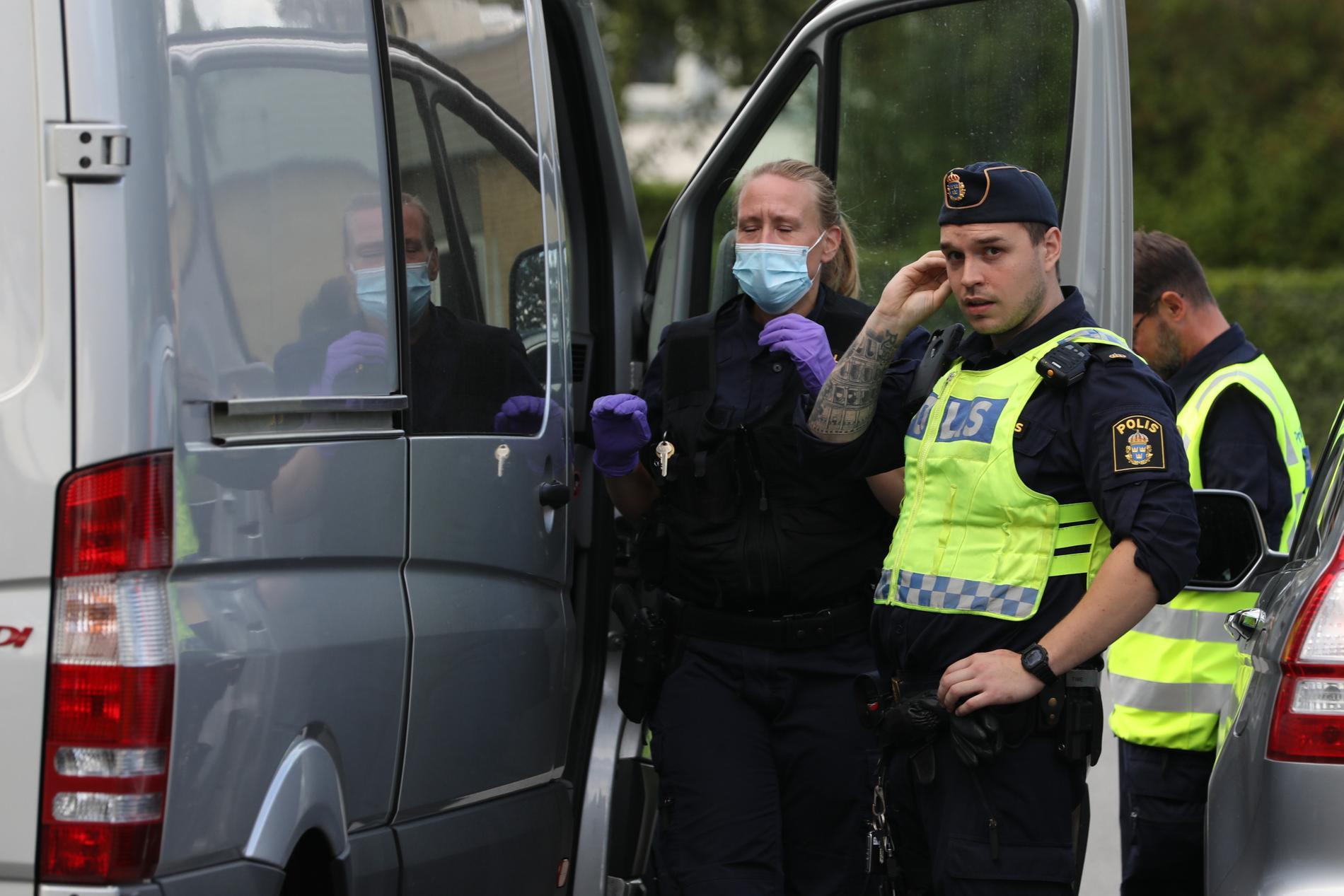 Personerna har skjutits i anslutning till Gamlegårdens centrum i Kristianstad.