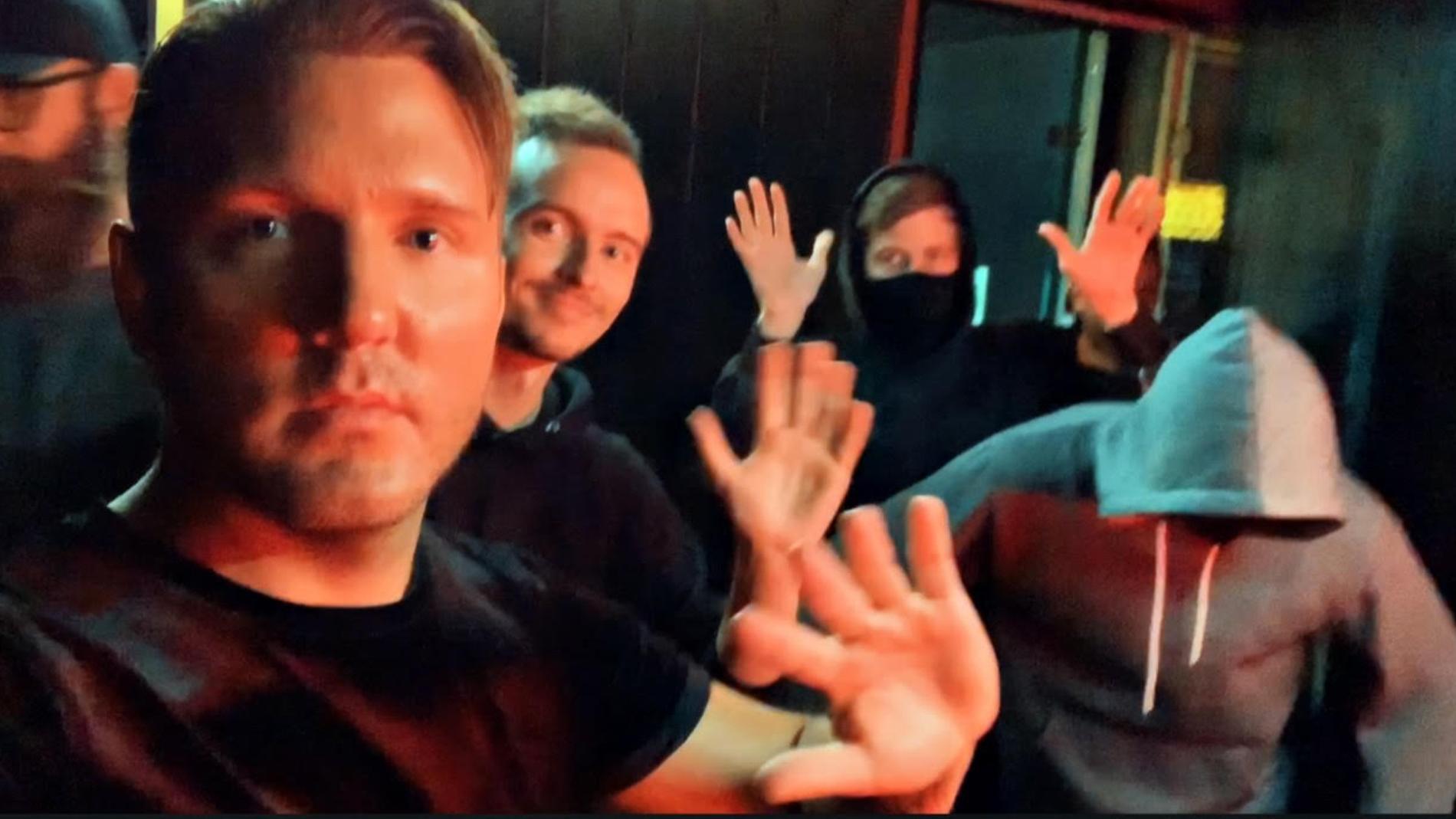 Bild från musikvideon som gjordes tillsammans med Alan Walker.
