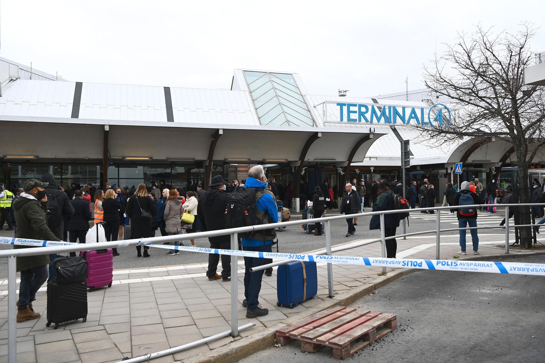 En väska med misstänkt farligt föremål har hittats på Arlanda.