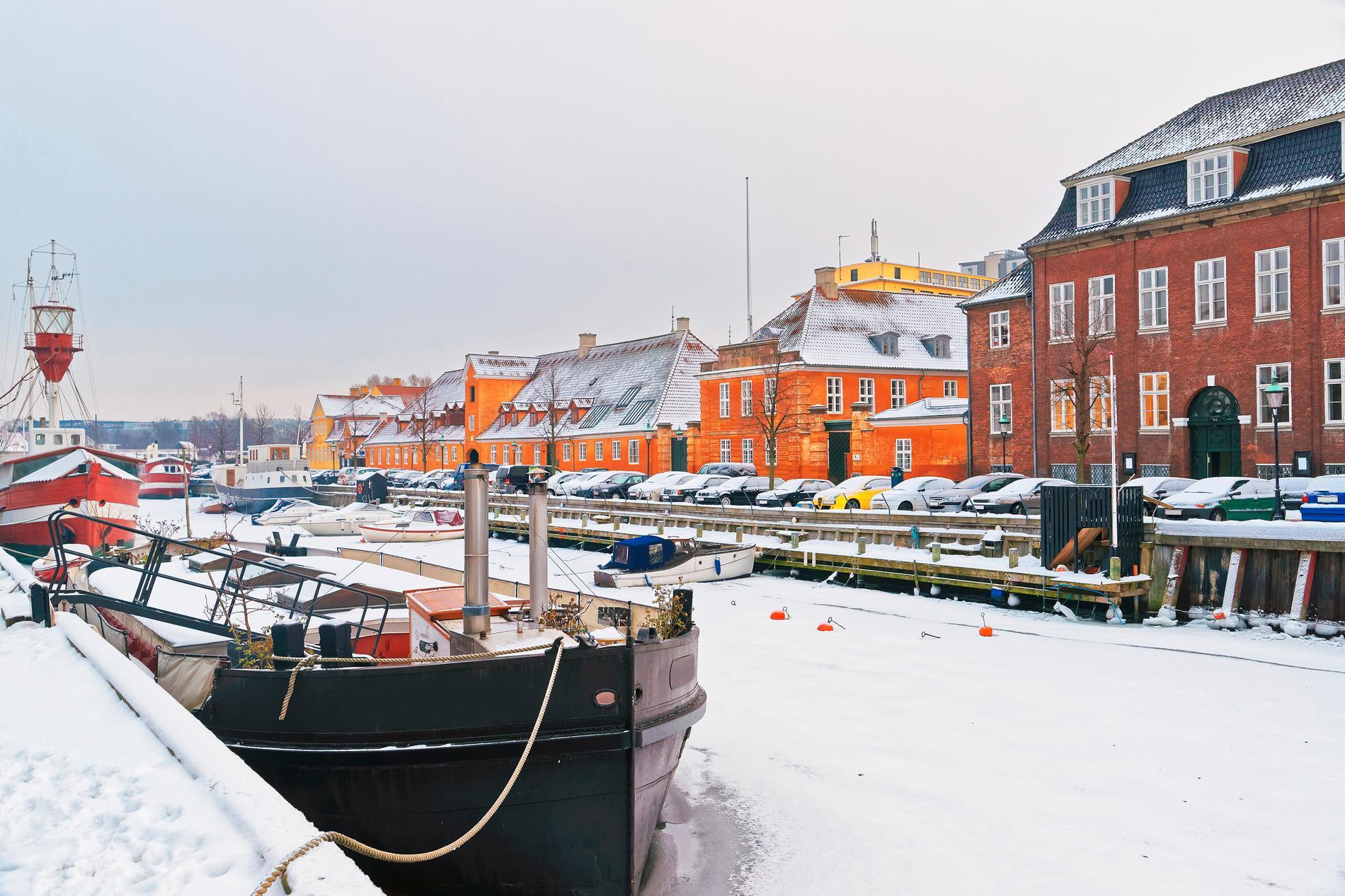 Köpenhamn lyses upp av ljus på vintern.