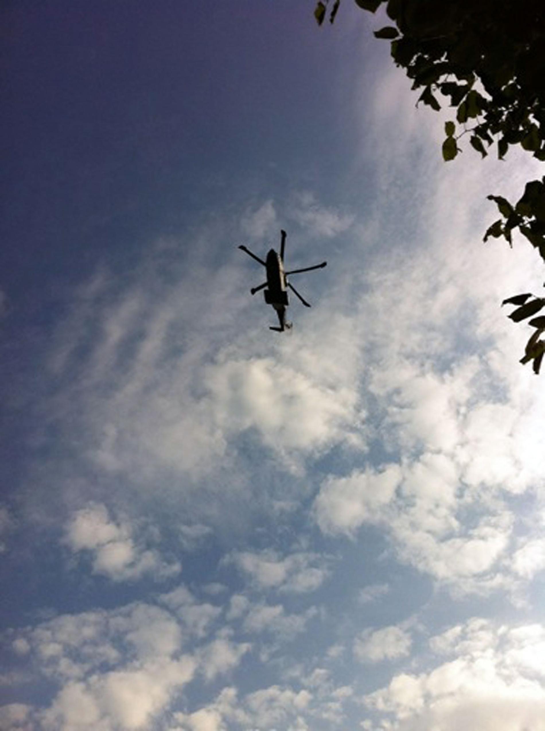 Enligt ett ögonvittne på plats ska Robbie Williams ha lämnat platsen i den här helikoptern.