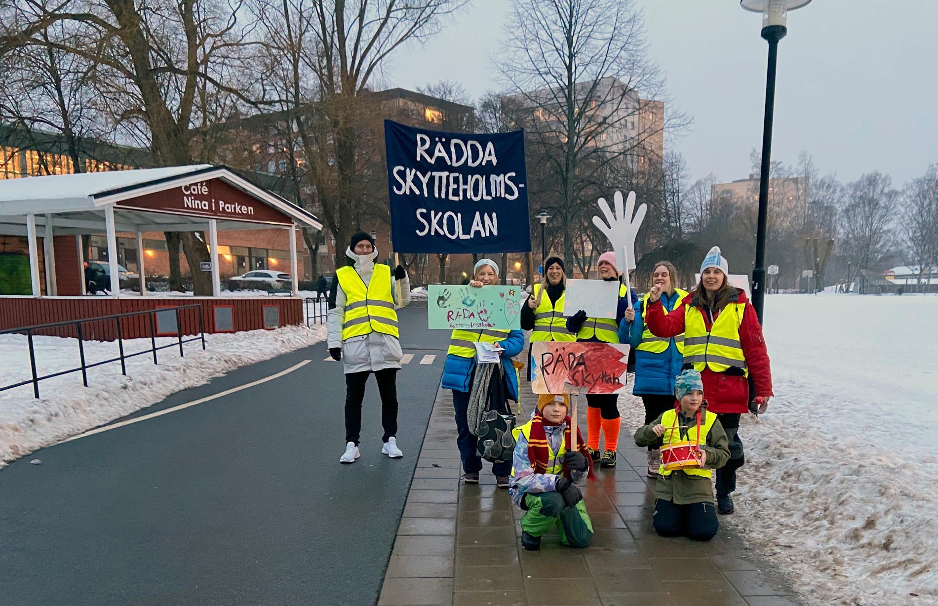 Bilder från 24-timmars protestmarsch i februari för att rädda Skytteholmsskolan.