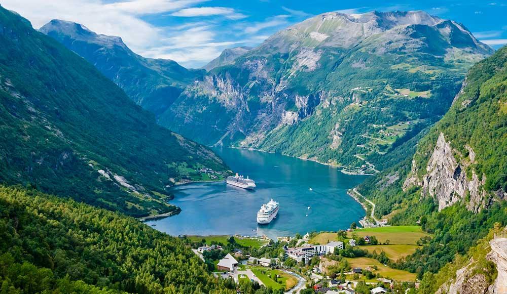 Geirangerfjorden är 15 kilometer lång.