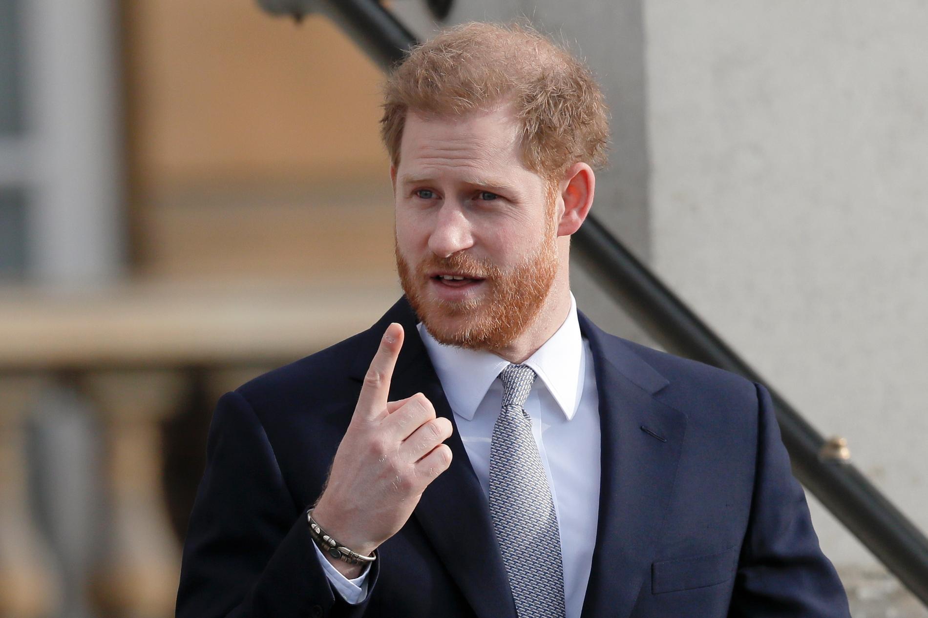 Prins Harrys fru övertalade honom att gå i terapi för sin ilska mot medierna.