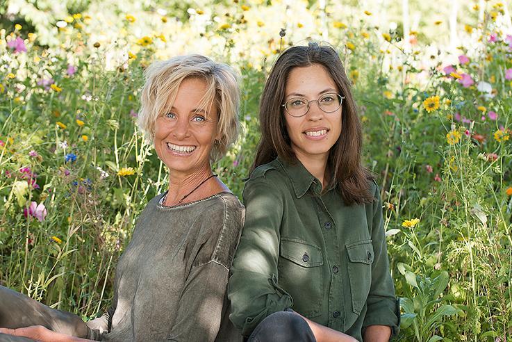 """Lisen Sundgren (text) och Nadia Nörbom (illustrationer) öppnar skogens skafferi och apotek i boken """"Vildvuxet"""" med recept och huskurer baserade på vad som växer i skog och äng. """"Ett praktverk"""", skriver Aftonbladets Petter Lindgren."""