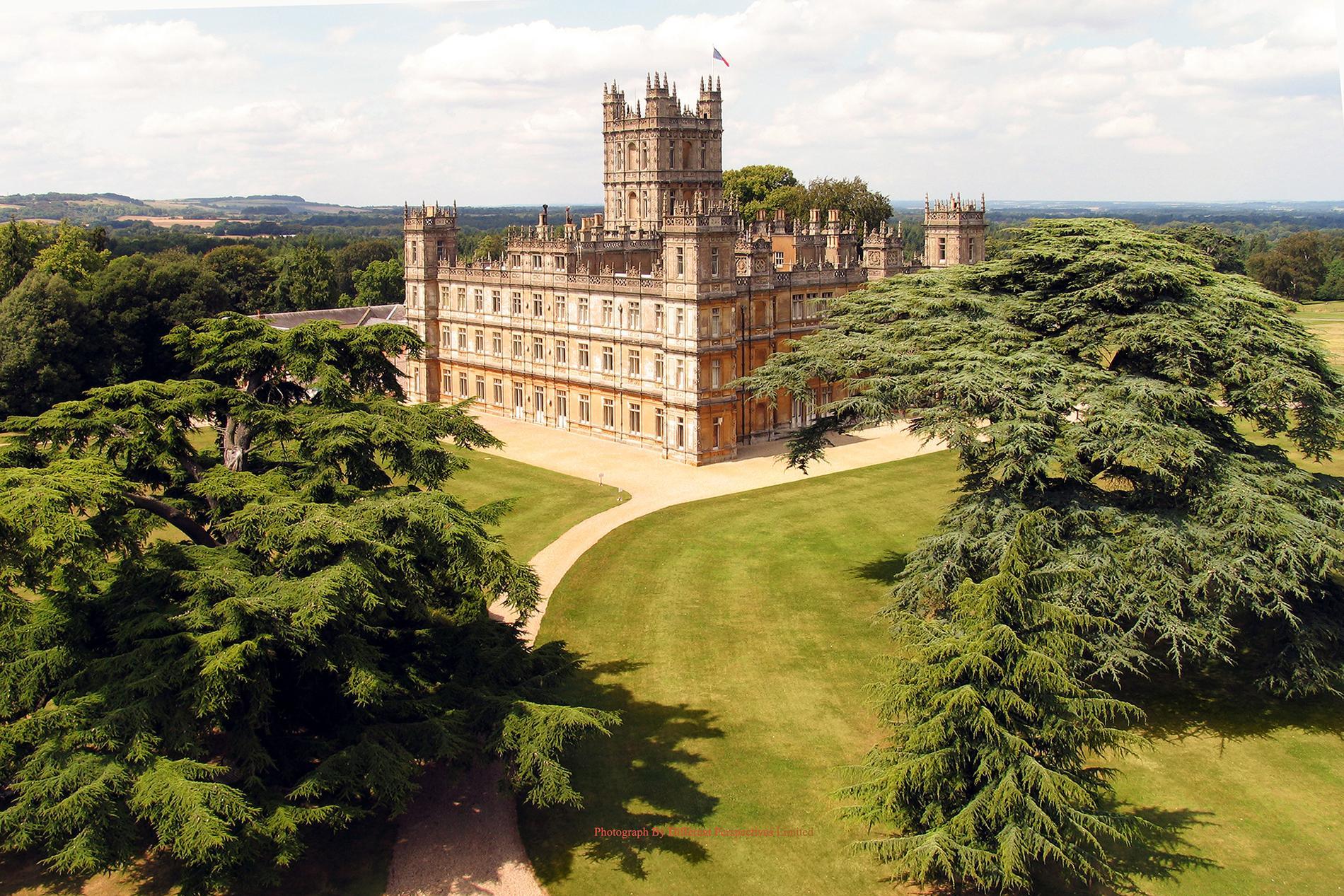 Highclare castle är 9 000 kvadratmeter stort.