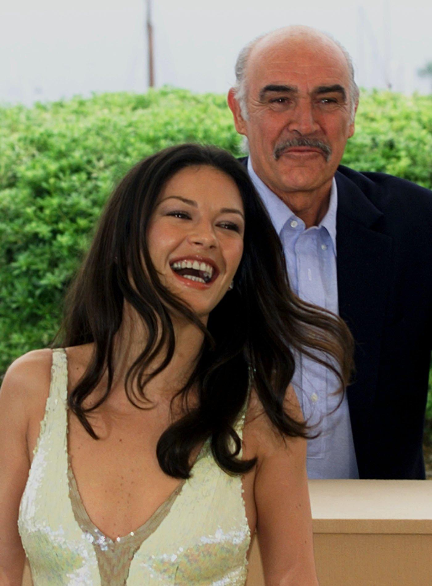 Catherine Zeta-Jones och Sean Connery på filmfestivalen i Cannes 1999.
